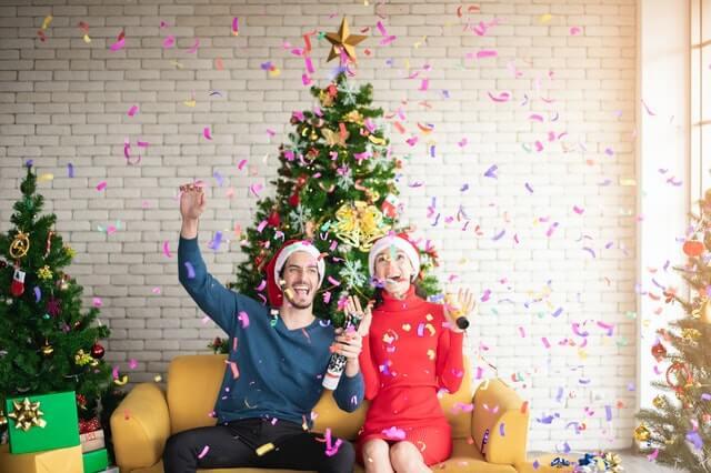 Natal e ano novo, devo mandar  mensagem e presente para ex?